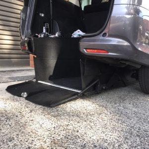 Automatic, No Ramp! Honda Odyssey internal hoist Unique design level access.